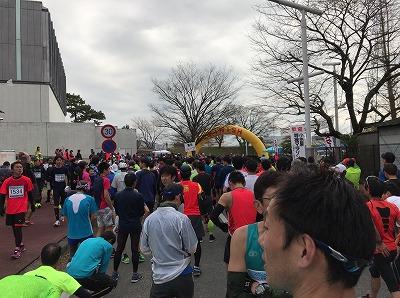 第30回小田原尊徳マラソンのスタート15分前のスタート地点