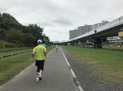 第1回横浜(YOKOHAMA)ビーチサイドマラソンレース中写真最も走りやすい直線