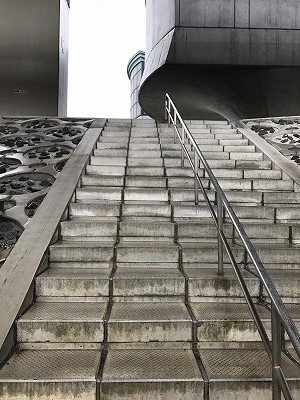 葛飾ふ~てんマラソン会場へのルート1つ目の階段
