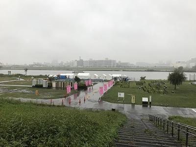 葛飾ふ~てんマラソン会場へのルート荒川土手の上から会場