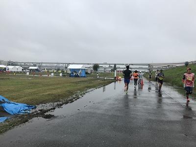 葛飾ふ~てんマラソンのハーフマラソンレース中写真