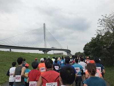 東京トライアルハーフマラソン2017のスタート2分後