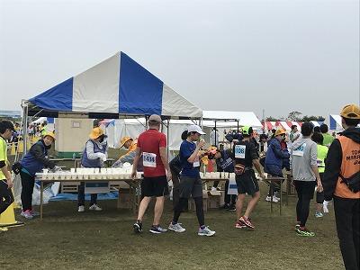 東京トライアルハーフマラソン2017ゴール後給水
