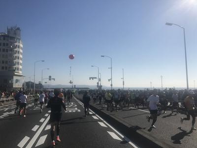 第12回湘南国際マラソン第1折り返し地点江ノ島