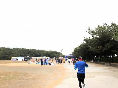 第1回谷川真理クリスマスマラソンハーフマラソンスタート6分後