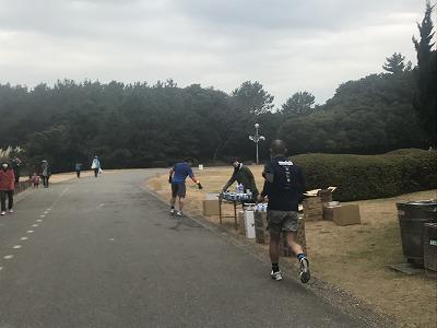 第1回谷川真理クリスマスマラソンハーフマラソン14キロ給水