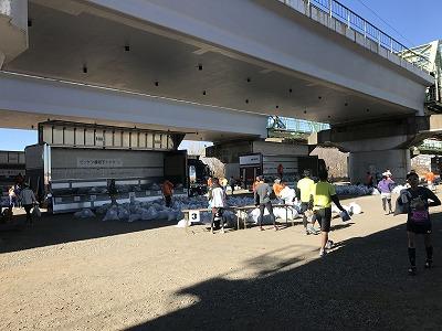 第19回ハイテクハーフマラソンゴール後荷物置き場