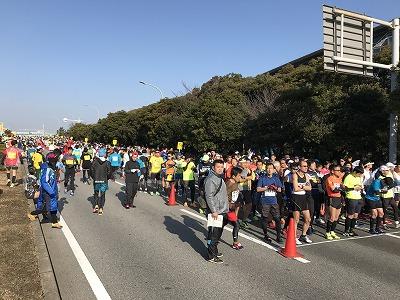 第42回サンスポ千葉マリンマラソンスタート前整列