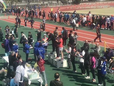 第36回鴻巣パンジーマラソン競技場スタンド表彰式