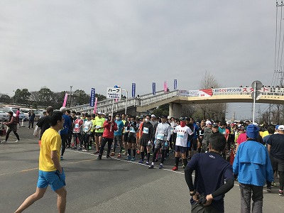 第28回熊谷さくらマラソン大会スタート準備
