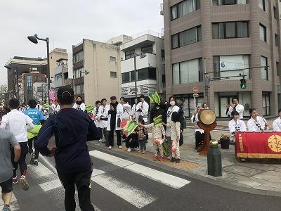 第28回熊谷さくらマラソン大会レース中写真太鼓の応援