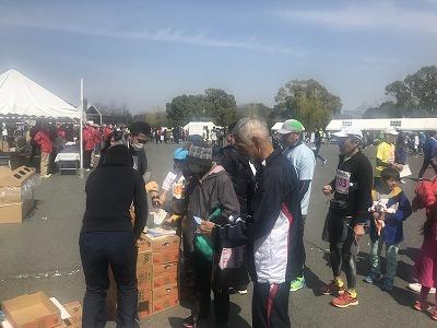 第28回熊谷さくらマラソン大会レース後麦茶無料配布
