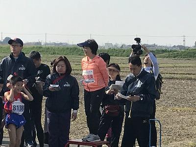 陸王杯第34回行田市鉄剣マラソン小学生男子スタート増田明美さん