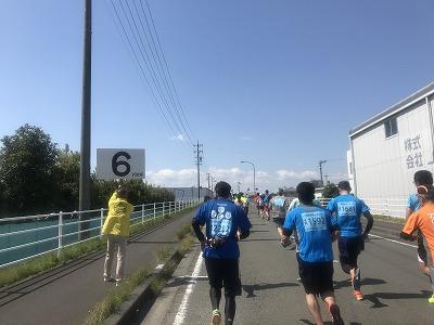 第33回焼津みなとマラソン、スタート6キロ地点