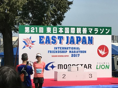 第21回 東日本国際親善マラソン中央広場の表彰台