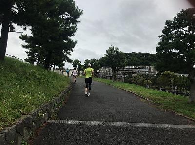第1回横浜(YOKOHAMA)ビーチサイドマラソンレース中写真登り