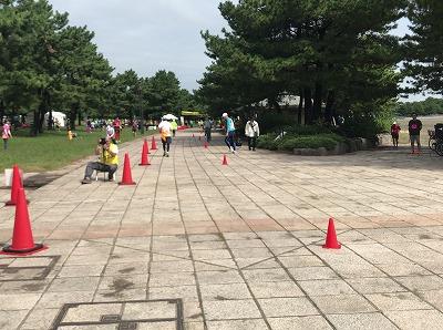 第1回横浜(YOKOHAMA)ビーチサイドマラソンレース中写真本部前直線