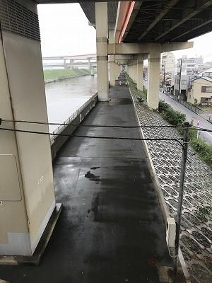 葛飾ふ~てんマラソン雨に打たれないウオーミングアップ場