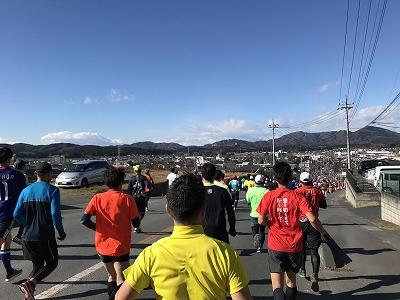 第12回かさま陶芸の里ハーフマラソン大会スタート1キロ地点