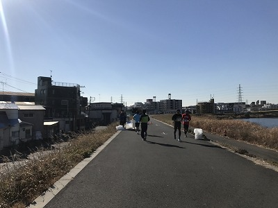 第2回UP RUN(アップラン)綱島鶴見川ウインターマラソン15キロ2.5キロ給水地点