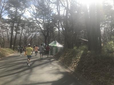 第43回森林公園完走マラソンハーフスタート7キロ給水所